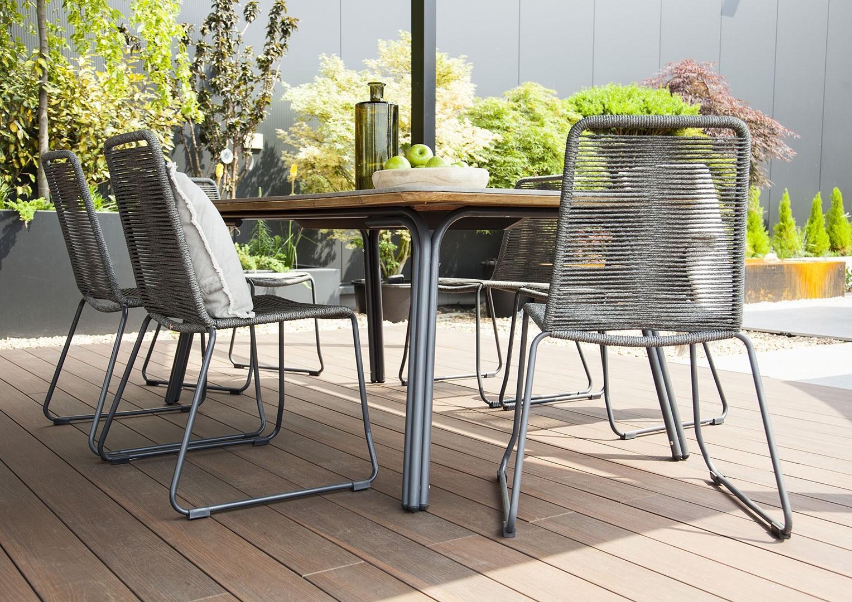 Minimalistyczne meble ogrodowe – odpoczynek w modnym otoczeniu